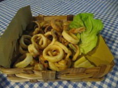 Calamari fritti (fried squid)