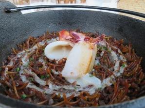 Black fideuá with cuttlefish