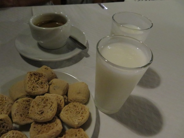 Frozen limoncello and cookies
